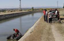 Intenten sense èxit salvar un home caigut al canal a Sudanell