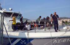 Moren dos nens i cinc adults en un naufragi a Lesbos