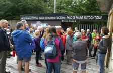 Imatge de visitants al parc de fauna de la Val d'Aran.