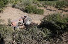 Muere un vecino de Tàrrega al volcar el tractor que conducía en Vinaixa