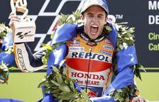 Marc i Àlex, amb els trofeus que van guanyar al circuit de Montmeló.
