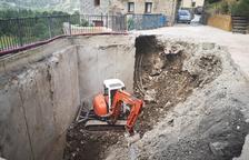 El Pont excava una plaza para salvar la humedad que amenazaba un muro