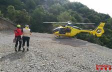 Rescatan a un motorista de 71 años accidentado en la Vall de Cabó