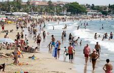 Un home perd la vida ofegat en una platja de Cambrils
