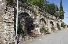 Nueva calle sobre arcadas en el núcleo de Montpalau, en Ribera d'Ondara