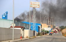Arde un almacén de productos químicos en un polígono de Tarragona