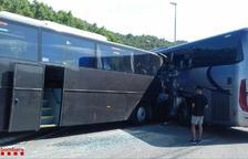 Dieciocho heridos en un accidente entre dos autocares en la C-14 en Ponts