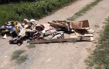 Térmens cierra un camino por un vertido de basura