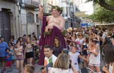 Bacus inauguró ayer la semana de la fiesta romana de Iesso, en Guissona, con un pasacalles.