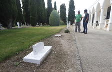 Profanan de nuevo el cementerio de El Palau y el ayuntamiento instala cámaras
