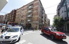Bombers i Guàrdia Urbana al carrer Pallars.