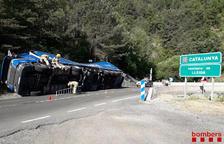 Vuelca un camión en la N-230 en El Pont de Suert