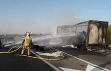 Dos incendios en cinco kilómetros obligan a cortar la A-2 en ambos sentidos de la marcha