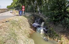 Crític al caure amb el cotxe en un canal a Vallfogona de Balaguer