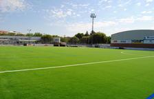 Ultimen la instal·lació de gespa artificial al camp de futbol