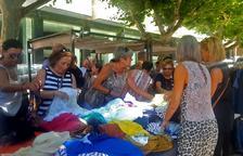 Éxito del mercado de rebajas con más de treinta comercios locales