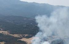Retenciones en la A-7 en Vandellòs por un accidente y un incendio forestal