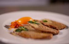 Filet de seitan marinat amb préssec, chutney de nectarina i salsa d'albercoc