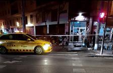 Un cotxe causa deu ferits a Girona a l'envestir una terrassa