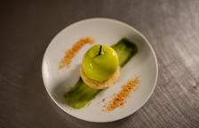 Mousse de poma verda glacejada amb financier