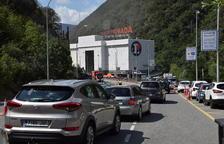 Andorra retoma el tráfico pesado tras el gran alud con colas de más de 10 km hasta La Seu