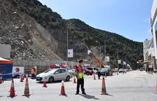 Andorra seguirá cortando el tráfico tras abrir la vía afectada por el alud