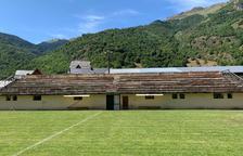 Bossòst repara las gradas del campo de fútbol, con filtraciones