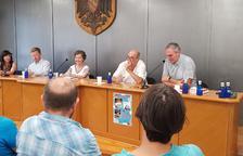 Colin Barrett, Maria Barbal i Colm Tóibín, al centre de la imatge, ahir a Sort.