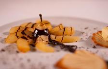 Peres flamejades amb xocolata arbequina