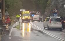 Un conductor herido al caerle una roca en otro desprendimiento en la N-230