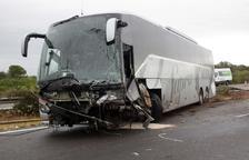 Un muerto y nueve heridos al chocar un coche y un autobús en Amposta