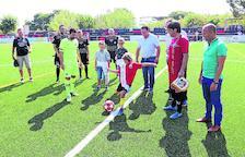 Los veteranos del Barça estrenan el nuevo césped del campo de Alpicat