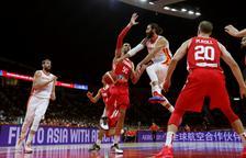 España debuta con una victoria cómoda