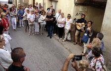 Èxit de participació en la ruta guiada per diversos escenaris de la localitat plasmats a 'Atles de l'oblit', de Teresa Ibars