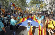 Milers de lleidatans omplen els trams i carreguen contra la classe política
