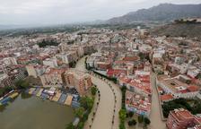 La gota fría se cobra la sexta vida y el Segura inunda varias localidades del sur de Alicante