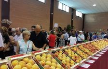 La Fira del Prèssic de Ivars de Noguera expone variedades de melocotón de la zona.