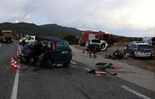 Els dos turismes van col·lidir frontalment ahir a les 13.15 hores al Pla de Santa Maria.