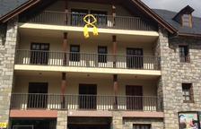 El consistori de la Vall de Boí, amb llaç groc