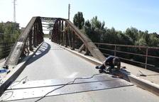 Menàrguens repara el firme del histórico Pont de Ferro