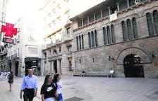 Imatge del llaç groc a la façana de la Paeria.
