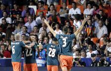 Massa Ajax per a un desafortunat València, que va fallar un penal