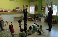 Yoga para quince niños de la escuela 'bressol' de Alfarràs
