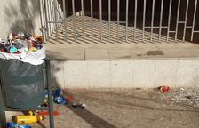 VÍDEO | Linyola deixa places sense netejar com a protesta pels actes incívics