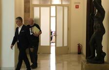 El TC suspende la reprobación al rey en el Parlament y avisa a Torrent