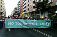 La manifestació espontània a Lleida talla l'avinguda Príncep de Viana. Va en direcció plaça Europa