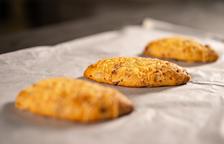 El pa d'embotit és un pa enriquit amb ingredients com la llangonissa, el bacó o la ceba.