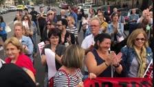 VÍDEO | Desenes d'estudiants es manifesten davant del Rectorat de Lleida