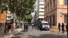 Els manifestants arriben a una subdelegació del Govern de Lleida completament blindada