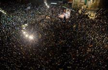 Concentració multitudinària a Girona després de talls de carreteres i barricades a l'AVE
